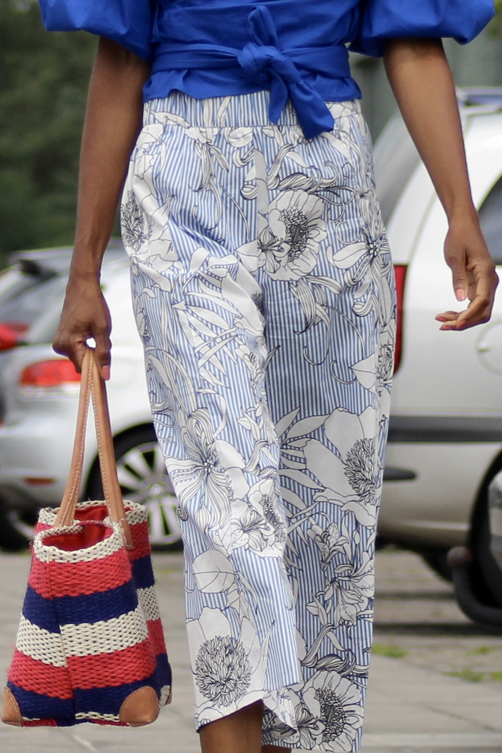 printed culottes blue top white sneakers
