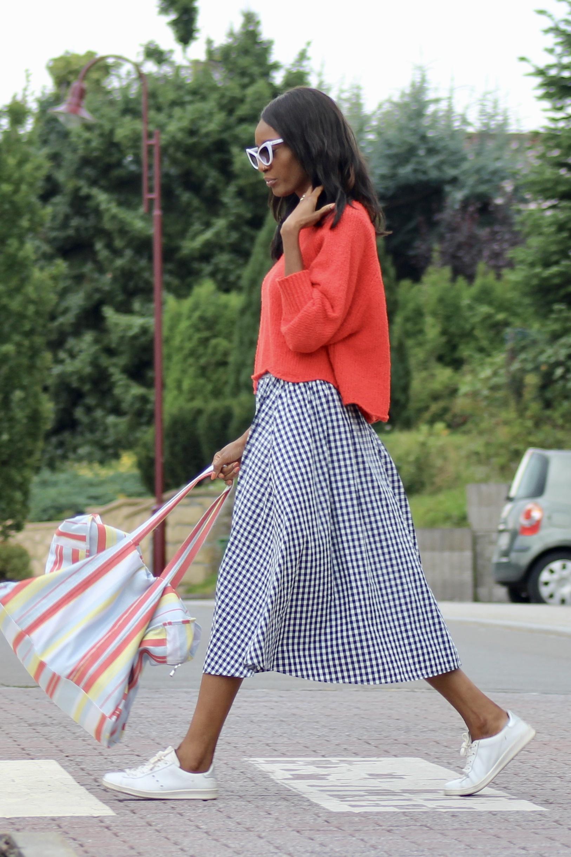 gingham skirt red jumper white sneakers tote bag