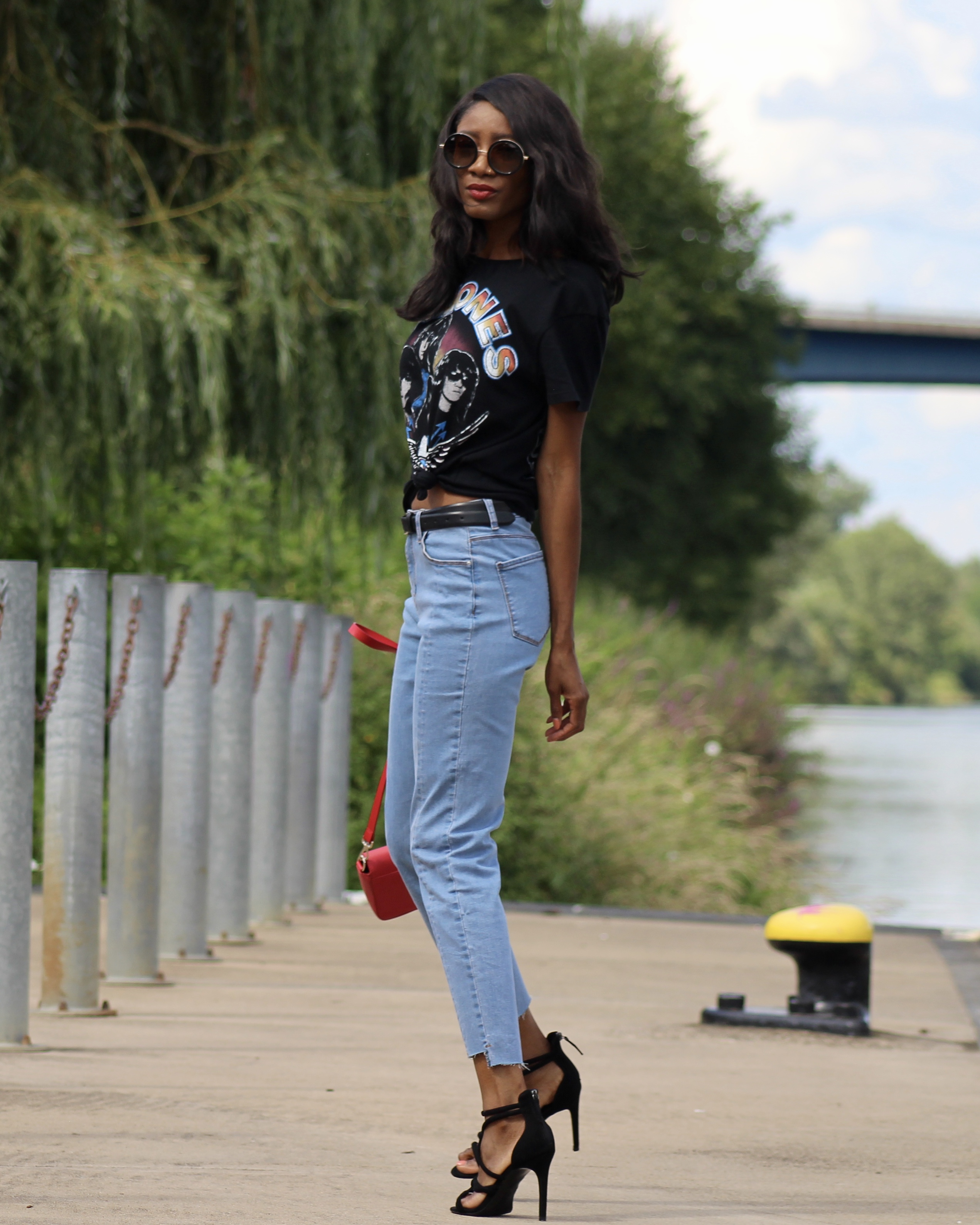 jeans graphic t-shirt heeled sandals